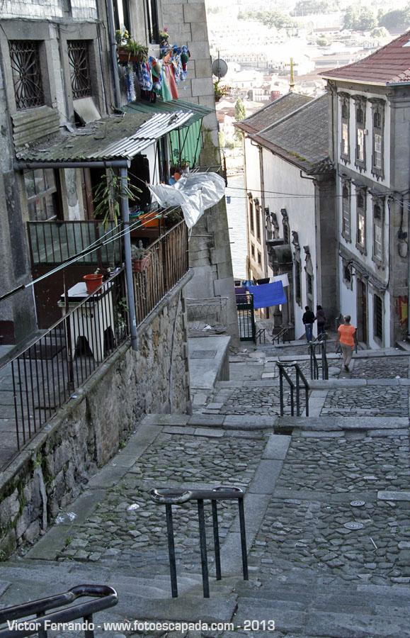 Escadas do Codeçal Viviendo bajo un puente en Oporto