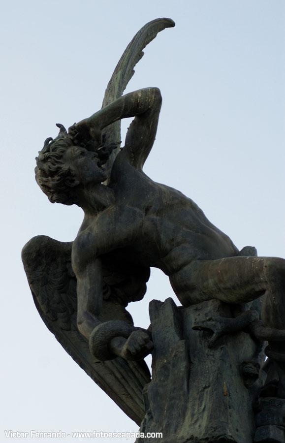Angel Caido en el Retiro Madrid