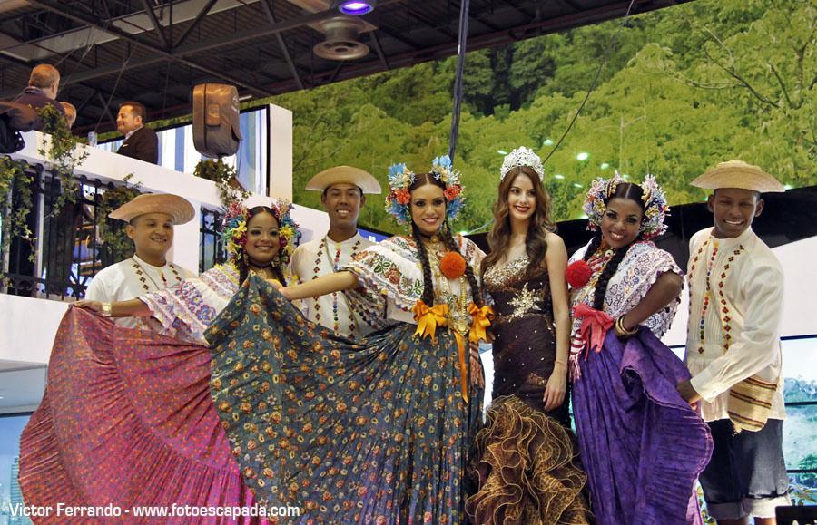 Bailarines en Fitur 2014