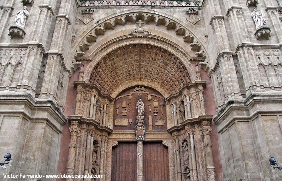 Puerta de la atedral de Palma de Mallorca