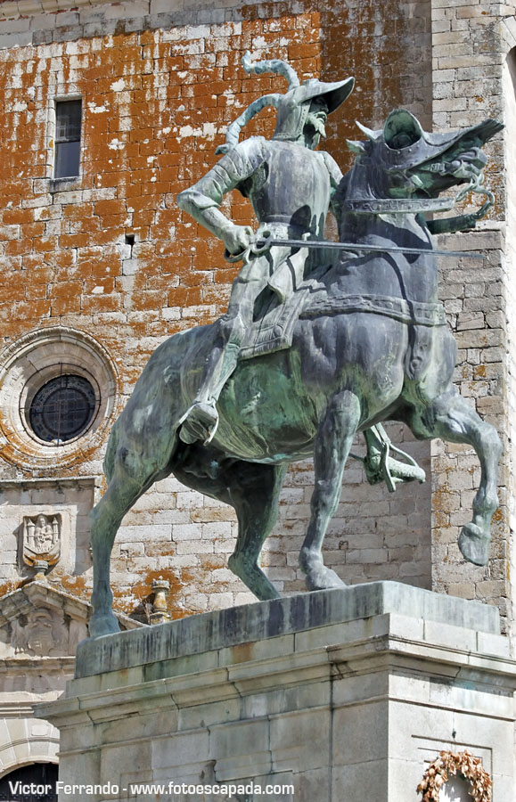 Estatua de Pizarro