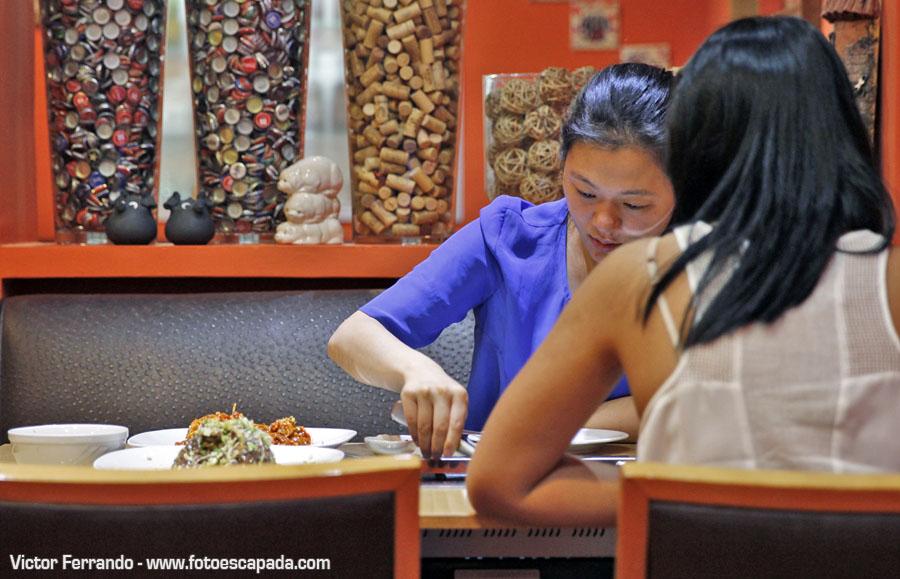 Chicas orientales comiendo en Restaurante Maru Madrid