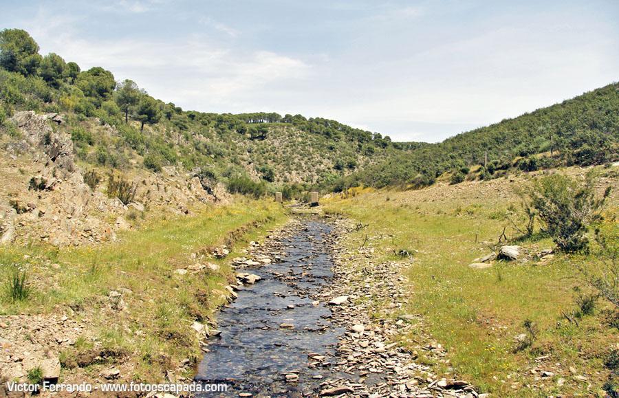 Cruzando el Pantano Gabriel y Galán