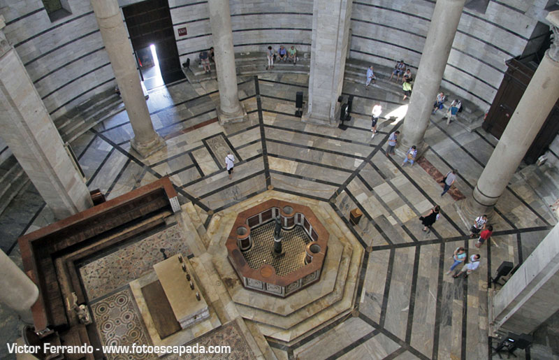 Interior del Baptisterio de Pisa