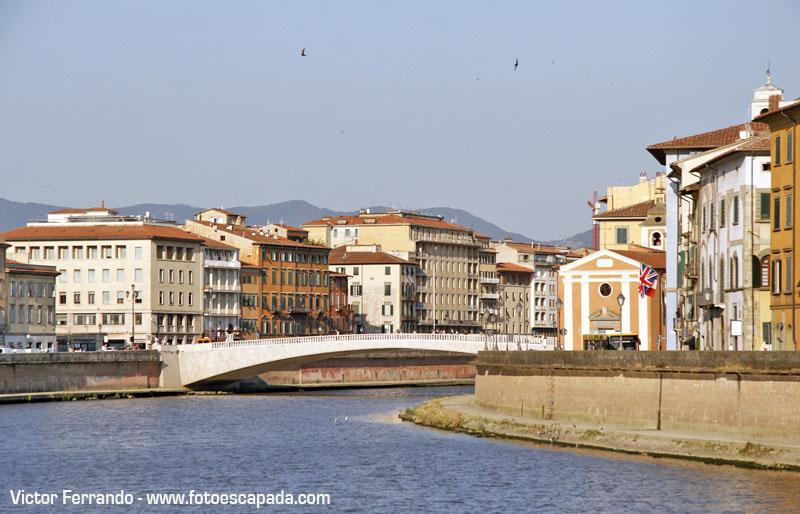 La orilla del Rio Arno en Pisa