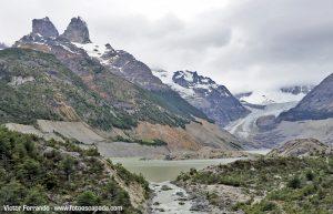 Trekking sobre el hielo del Glaciar Calluqueo en Cochrane