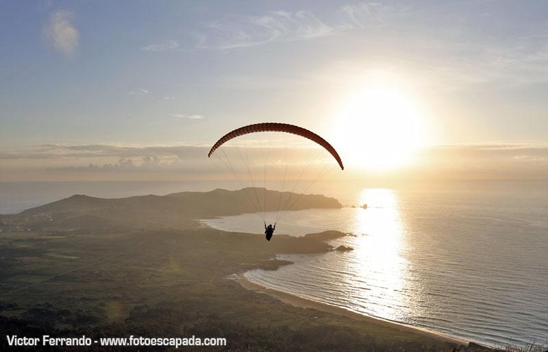 Volando en Parapente en la costa de Ferrol al atardecer