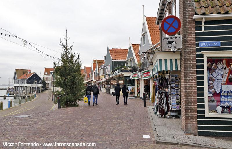Paseando por el puerto de Volendam
