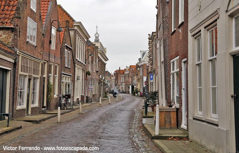 Nada más llegar a Monikkendam te encuentras con calles así de bonitas