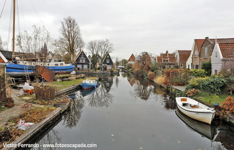 Imposible dejar de hacer fotos en los canales de Waterland, a pesar de las nubes...