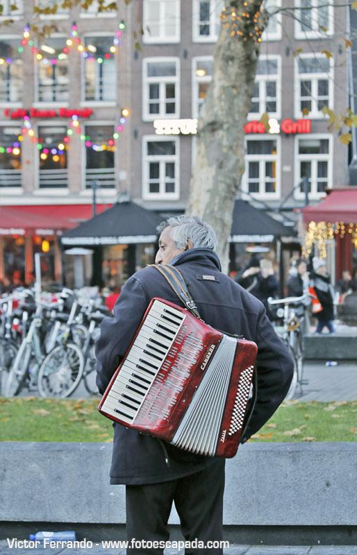 Músico callejero en Ámsterdam